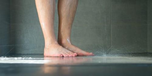 Sol antidérapanrt d'une douche Senior